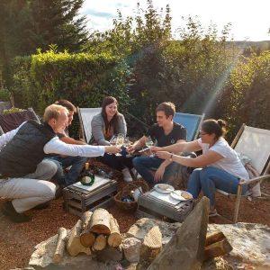 Gartenparty mit Freunden in der WeinWerkstatt