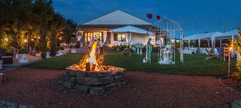 Abendstimmung im Garten der WeinWerkstatt